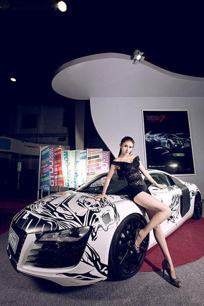 美腿车模 续写现实版美女与野兽的神话_新浪汽车站