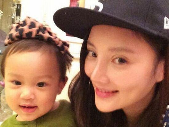 李小璐微博秀女儿照片 网友称:快去爸爸去哪
