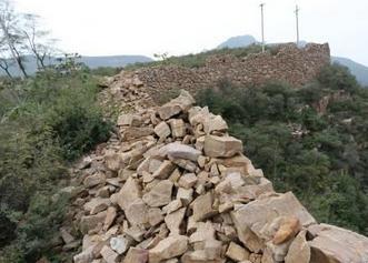 村民取石建房 致2公里楚长城破坏严重