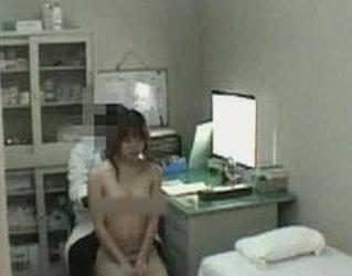 女学生体检时被要求脱衣只剩内裤遭质疑