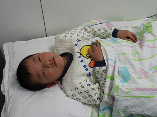 央视:新浪河北发起微公益募捐救白血病男童