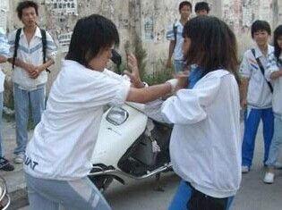 技校女生遭室友围殴离奇坠楼 学校称无责任