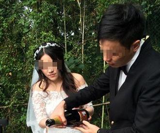 90后少女办分手礼 结束与大11岁男友婚外情
