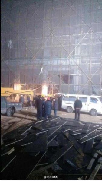 河北唐山在建工地塌方致6名工人被困