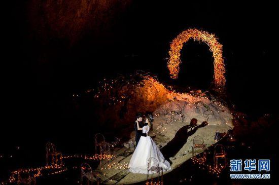 重慶上演別具一格的溶洞概念婚禮