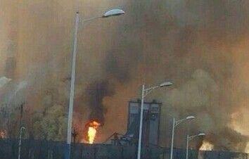 河北唐山一工厂发生泄漏 漫天黄色煤气
