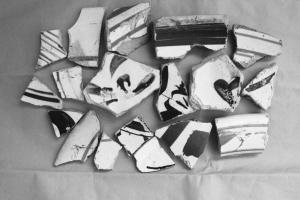 类似的瓷片在海丰镇遗址随处可见。(图片均由黄骅博物馆提供)
