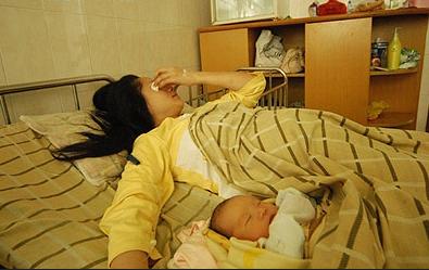 女子不堪家暴出轨生子 怀孕后情人人间蒸发