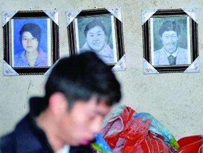 17岁少年娶大龄妻遭嫌弃 杀妻子一家4口报复岳父