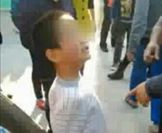 六岁幼童偷摘蔬菜遭反绑 受惊吓大小便失禁