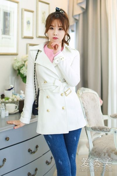 纯美白色大衣