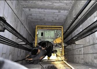 醉酒男谩骂护士厮打医生 两人坠入电梯井身亡