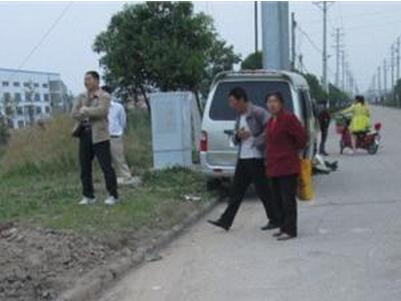 面包车挂人上高速拖行 受害者身体赤裸身首分离