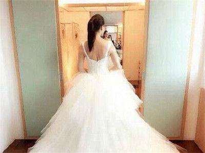 伊能静高调再婚引争议 微博称从未穿过婚纱