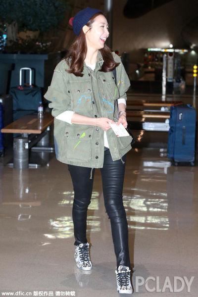 韩国妹子爱穿短款上衣