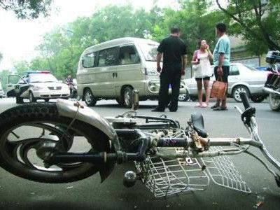 少女骑电车撞倒老人致死 联合父母谎称路过救人