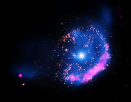 NASA發布英仙座GK圖片如同絢爛煙花綻放