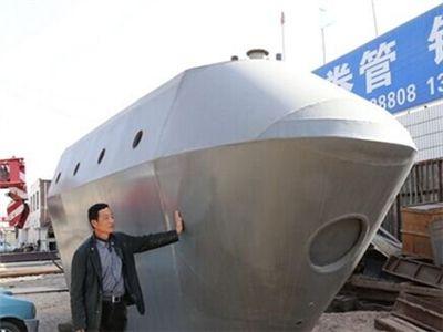 村民花30万造潜水艇 能坐15人可潜60米