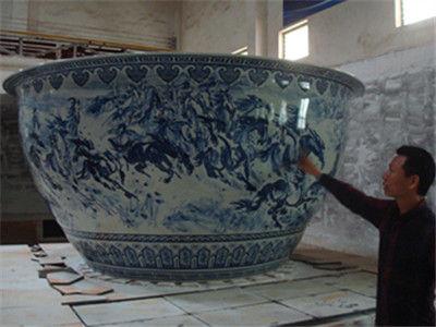 男子花5年时间烧制巨型瓷碗 欲申请吉尼斯