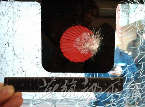 河北醉酒旅客击碎高铁车窗玻璃被拘留15天
