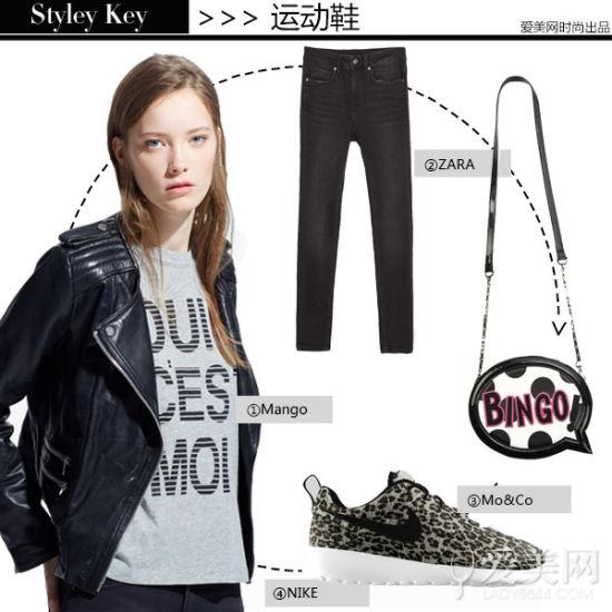 黑色洗水紧身牛仔裤+字母波点造型单肩包+豹纹运动鞋