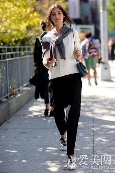 休闲裤穿出帅气风范