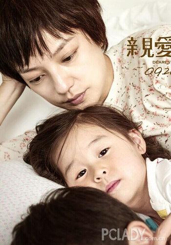 赵薇在《亲爱的》电影里饰演一位农村母亲