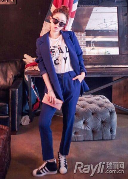 深蓝色西装搭配
