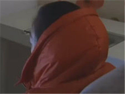 女子酒店内裸睡 深夜服务员带多名男子闯入
