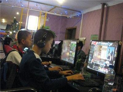 小学生网吧玩游戏 惨遭陌生人割喉无人施救