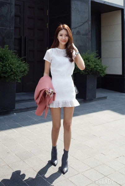 纯白的裙装