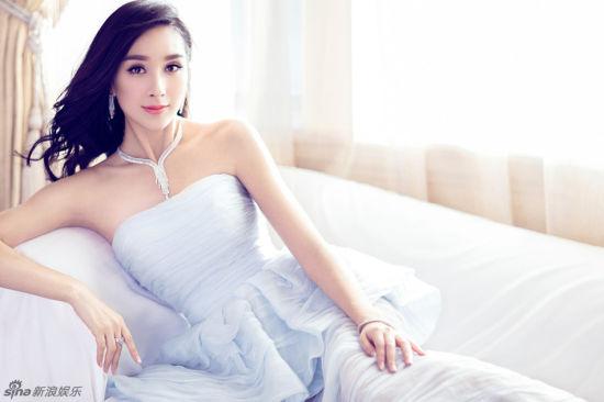 杨恭如登时尚杂志封面清透靓丽赛少女