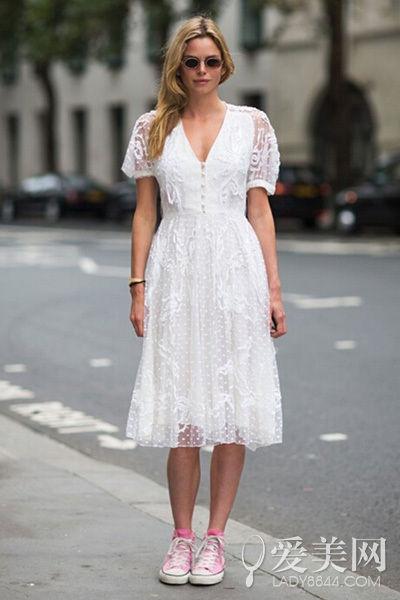 刺绣蕾丝裙