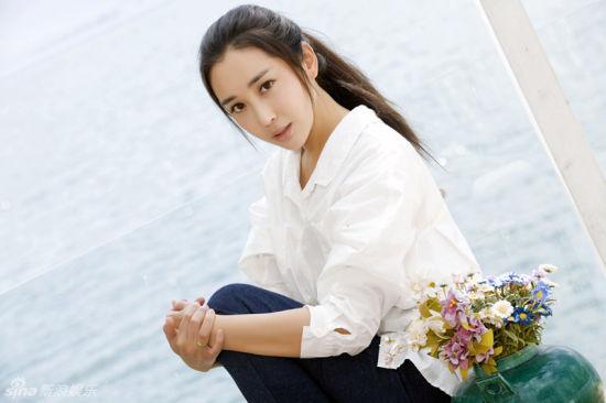 杜若溪写真演绎衬衫诱惑慵懒悠闲笑靥如花