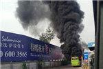 燕郊进京公交纵火者下车跑向加油站 被拦欲寻死