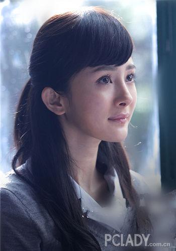 杨幂在《小时代》中就挑战过高中生的角色