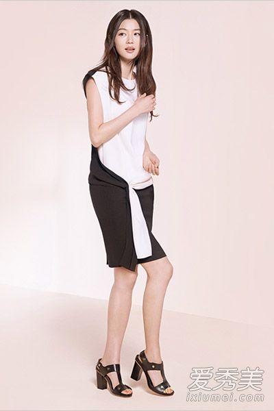 黑白拼接的连衣裙配色清爽大气