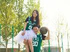 篮球场上晒甜蜜队服中的情侣装