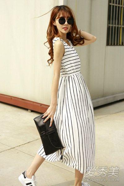 横条纹和竖条纹相结合的连衣裙