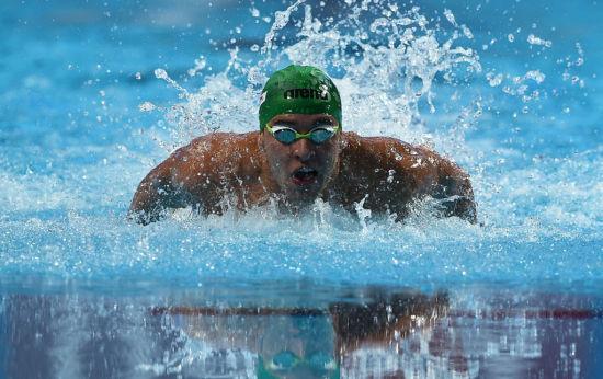 欧米茄名人大使 Chad Le Clos(查德·勒·克洛斯)在喀山举行的第16届国际泳联世界游泳锦标赛男子100米蝶泳决赛中游出个人最好成绩并夺得金牌
