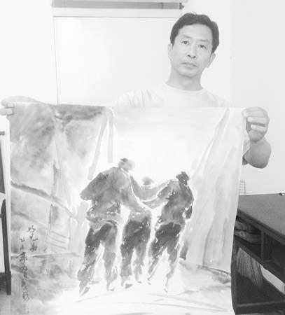衡水市画家乔惠铭连夜创作组画记录天津8·12爆炸事故救援场面。乔惠铭展示画作《好兄弟》。