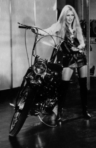 Brigitte Bardot(碧姬·芭铎)穿着 La Uissarde 系列,1967年
