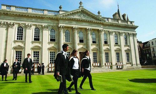 男可穿裙 女可穿褲   中新網8月30日電 據外媒報道,英國劍橋大學放寬