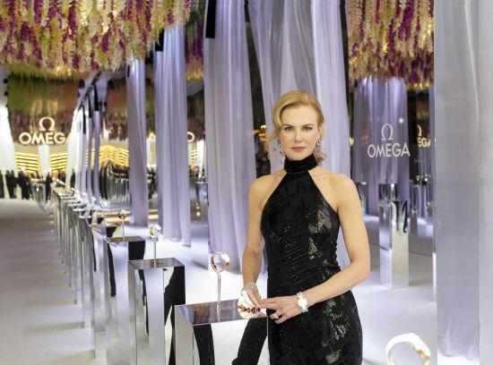 """欧米茄名人大使妮可·基德曼出席欧米茄""""致敬女性""""盛大晚宴,妮可佩戴全新Ladymatic系列女士腕表,尽显典雅高贵"""