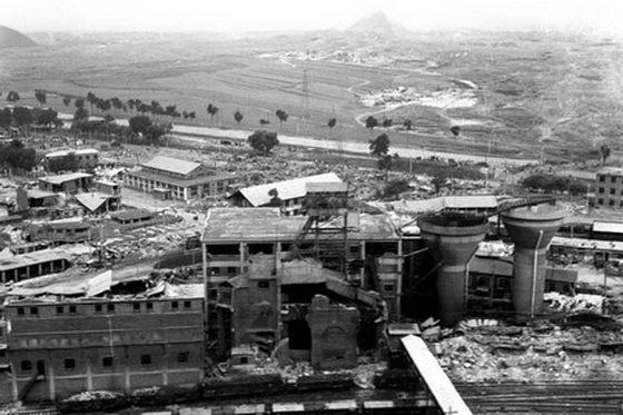 工厂的厂房倒塌了一半