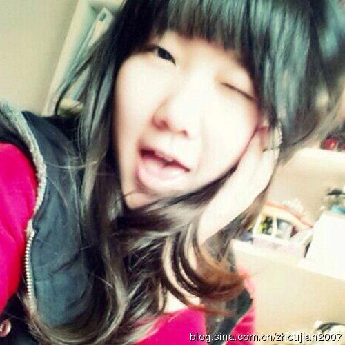 歌唱家戴玉强17岁女儿自拍照:长相甜美靓丽