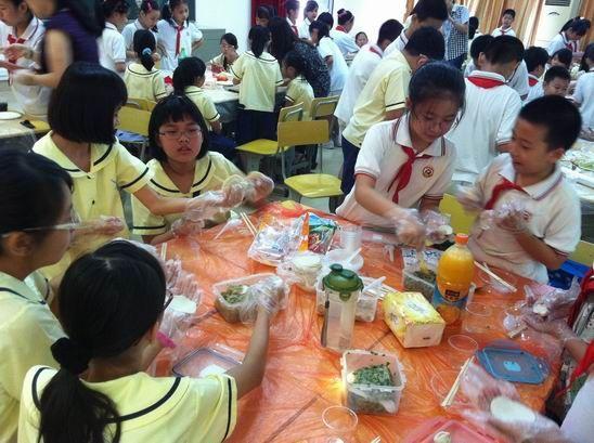 新加坡小学生-新加坡人心目中的名校面临僧多粥少状况