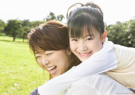 妈妈和女儿的图片_20则00后女儿和80后妈妈的喜乐对话