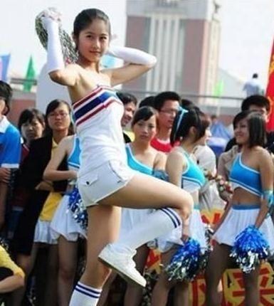 中国最美军训女教官刘艺晗