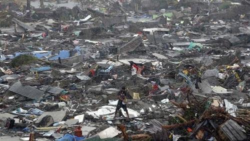 台风海燕或致菲律宾万人死居民洗劫商店